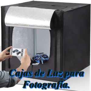 Caja de luz especial para fotografía, donde puedes sacar fotos con la iluminación precisa para artículos. Viene con diferentes fondos par poder variar los tonos de luz.