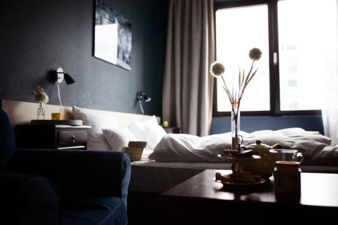 ejemplo de habitación oscura.